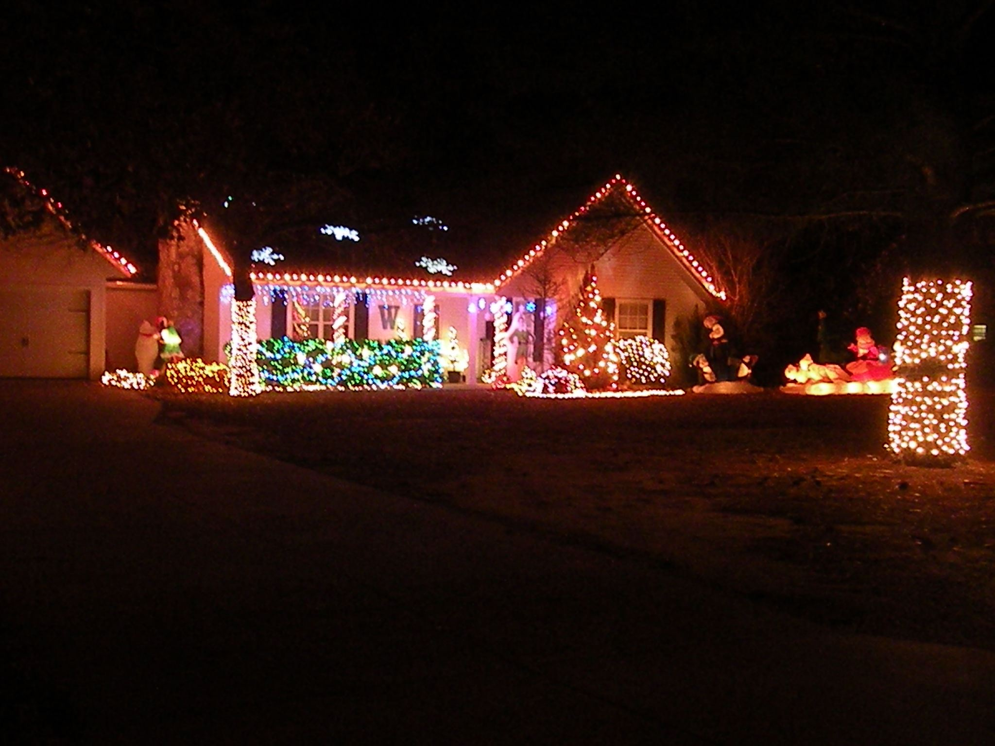 Ward 4 - 1st Place & Most Decorated Street - 210 S Kilmer Lane
